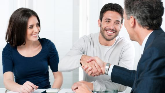 Tips Memilih Broker Saham